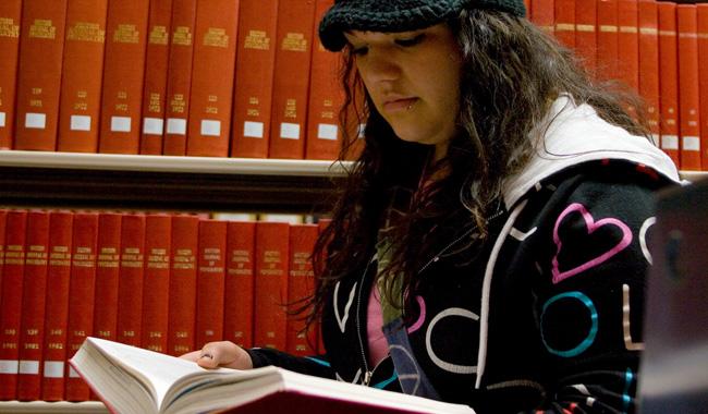 img_students-studying